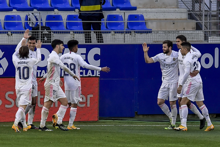 Real Madrid comes back to beat last-place Huesca 2-1