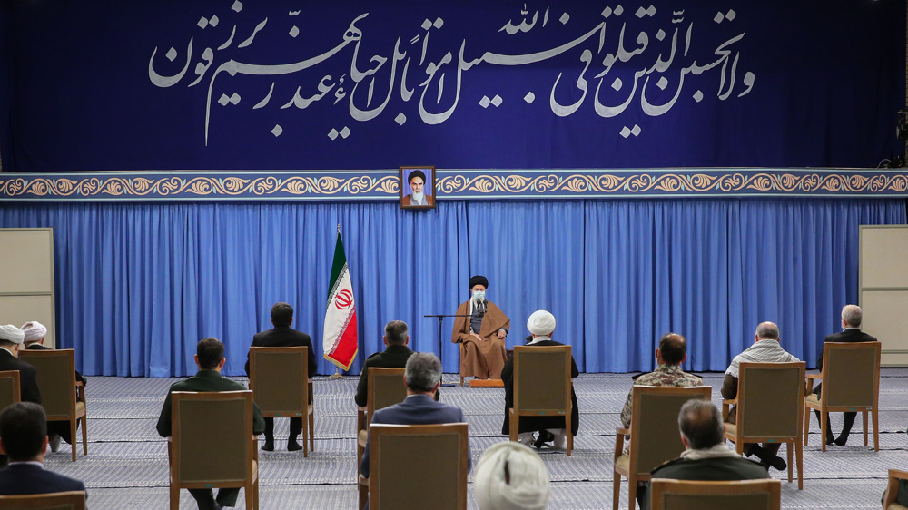 Imam Khamenei:  Martyrs should serve as role models for Iran's youth