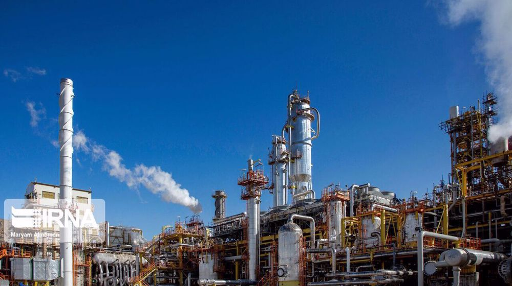 Iran launches $1.3 billion worth of new petrochemical projects