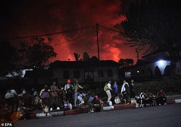 DR Congo : residents flee as volcano erupts